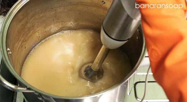 blender campuran minyak dan alkali