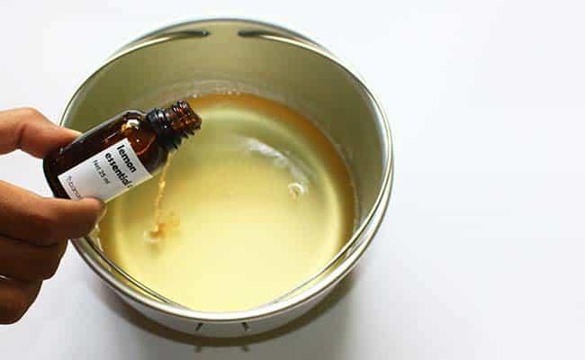 tambahkan essential oil